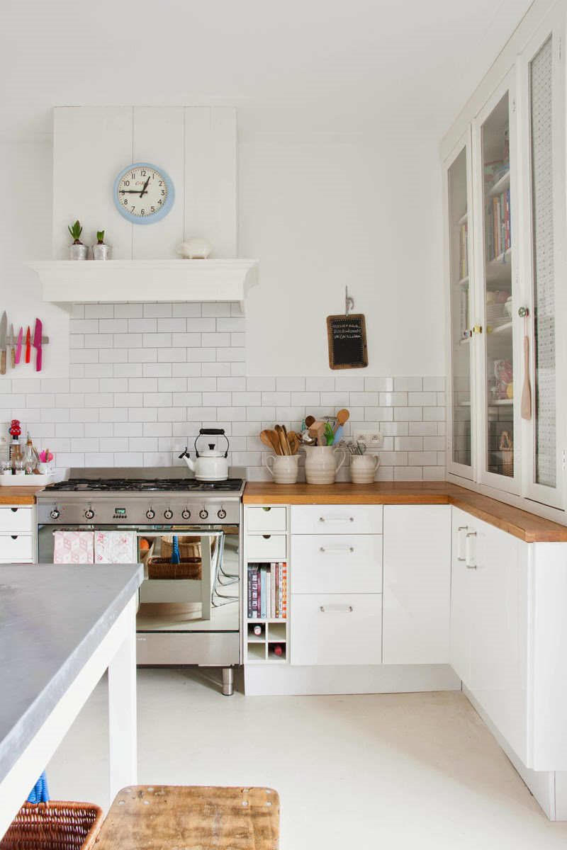 10-white-bright-kitchens-9