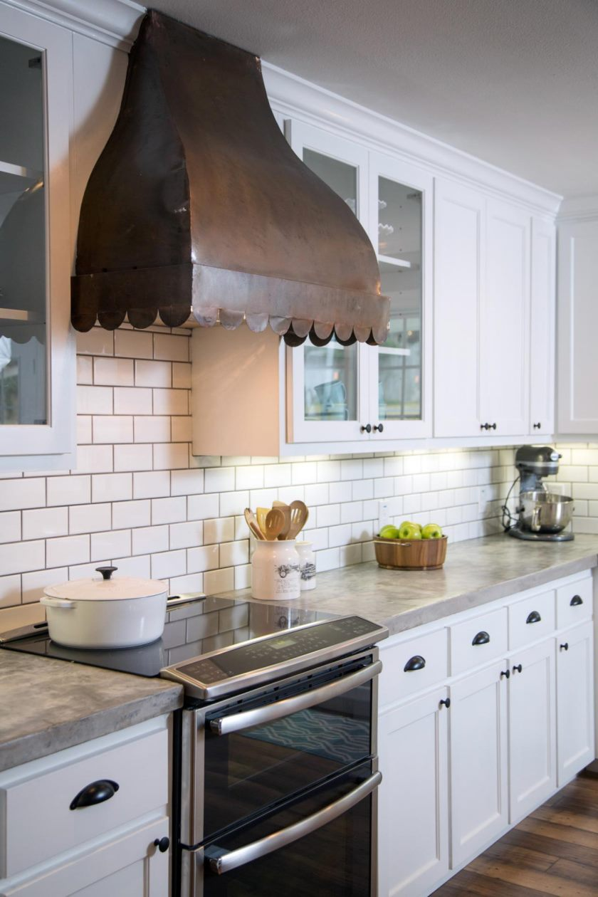 bp_hfxup206h_gulley_kitchen_after_detail_vent-hood_160404_503254-jpg-rend-hgtvcom-1280-1920