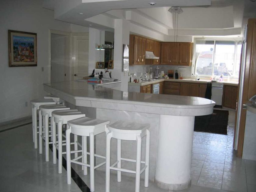curved-white-marble-kitchen-bar-design-ideas-with-white-kitchen-stools-also-wooden-kitchen-cabinet