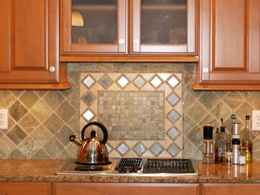 dp_helen-richardson-tumbled-marble-backsplash_s4x3-jpg-rend-hgtvcom-1280-960
