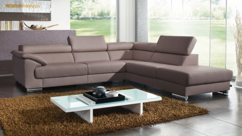 grand-living-room-decoration-with-contemporary-living-room-furniture-of-leather-sofa-and-table