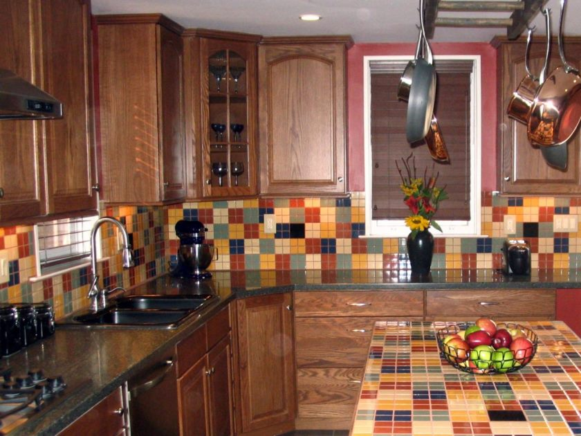hsumk209_ceramic-tile-backsplash-kitchen_s4x3-jpg-rend-hgtvcom-1280-960