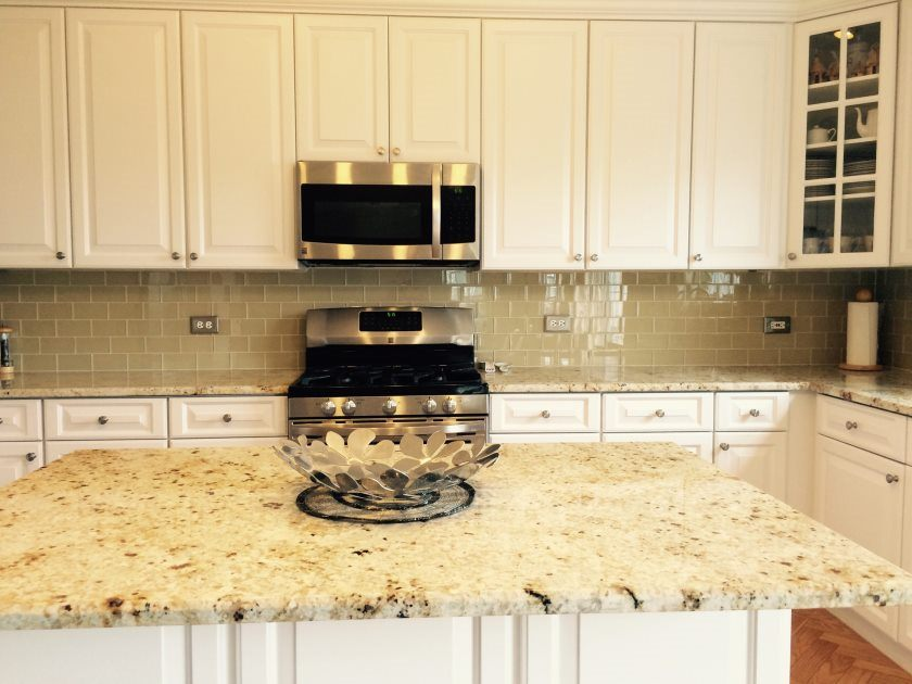 khaki-glass-tile-kitchen-backsplash-with-white-cabinets-granite