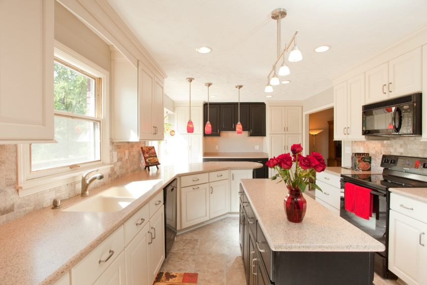 kitchen-lighting-ideas-with-brushed-steel-kitchen-island-lights-red-pendant-lights-and-white-recessed-ceiling-lights-in-the-spacious-and-airy-kitchen-to-create-full-bright-kitchen