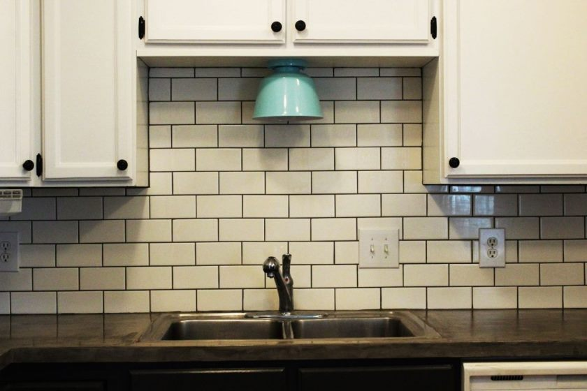 modern-subway-tile-kitchen-backsplash