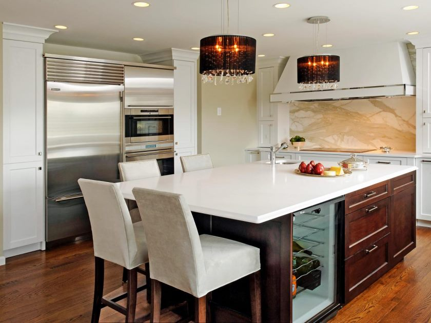 original_jennifer-gilmer-white-contemporary-kitchen-island-lighting_s4x3-jpg-rend-hgtvcom-1280-960