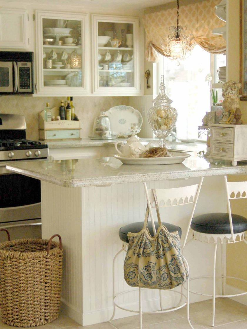 rms_heatherbullard-cottage-style-kitchen-small-space_s3x4-jpg-rend-hgtvcom-966-1288