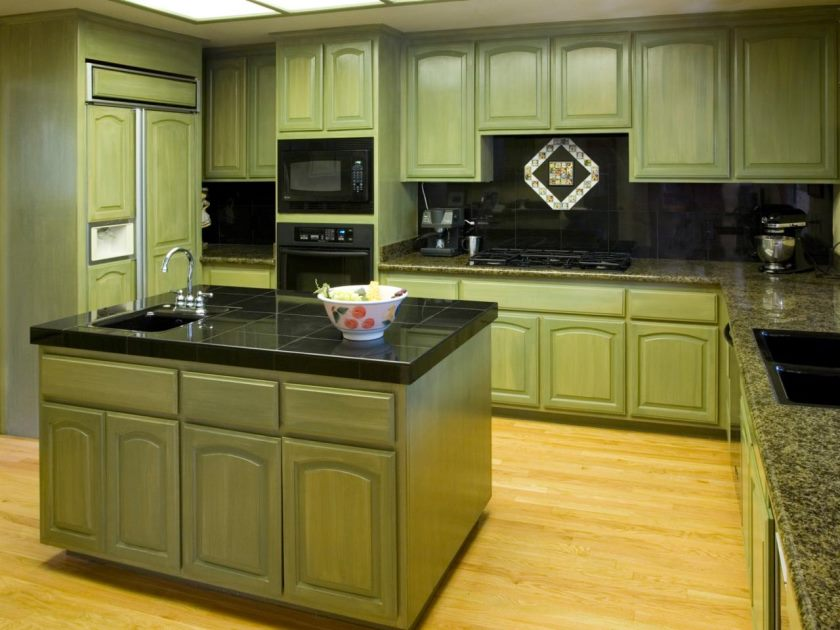 ts-140465873_green-kitchen-cabinets_s4x3-jpg-rend-hgtvcom-1280-960