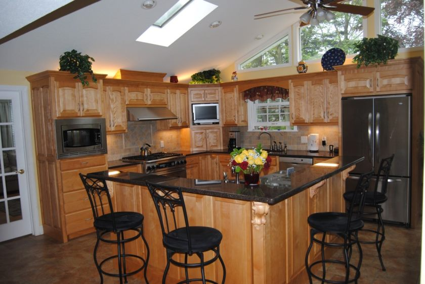ceiling-fan-in-the-kitchen-l-shaped-kitchen-island-design