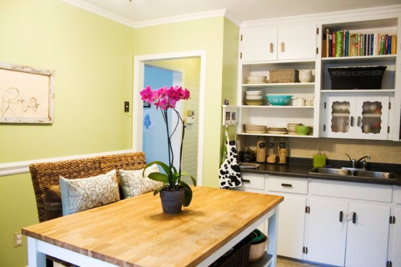 creative-paint-colors-for-small-kitchens