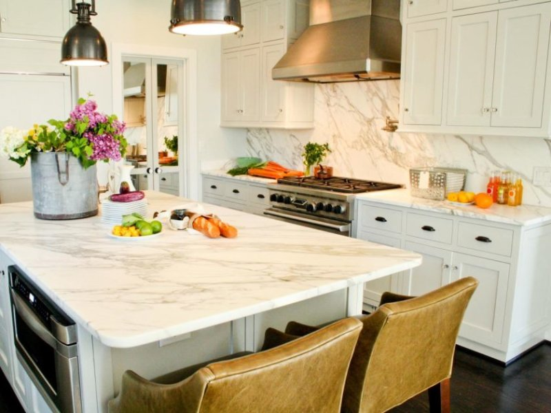 original_joel-snayd-rethink-design-kitchen-marble-walls_s4x3-jpg-rend-hgtvcom-1280-960