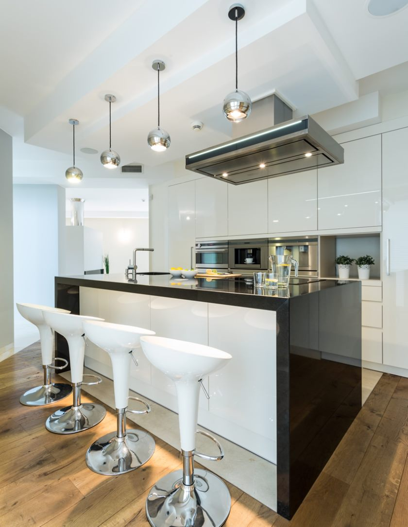 polished-modern-kitchen-gloss-white-black-cabinets
