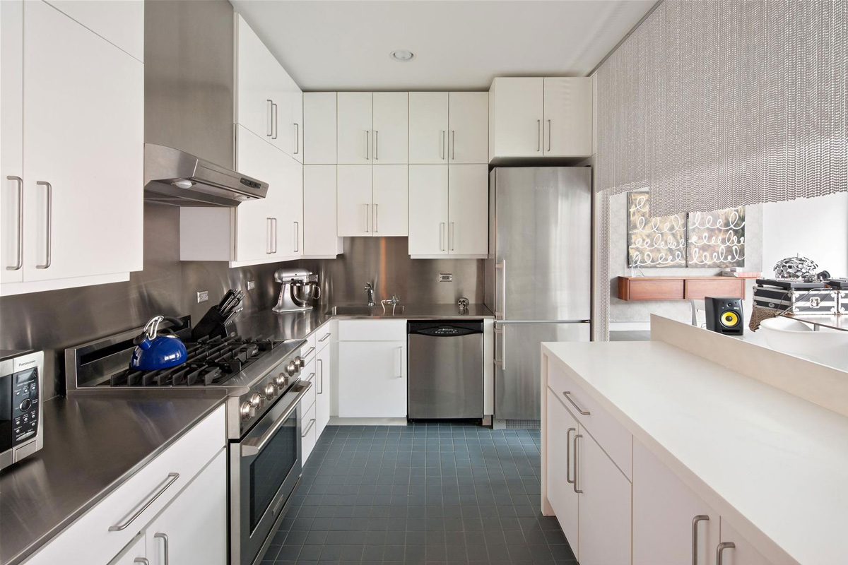 apartment-in-new-york-city-kitchen