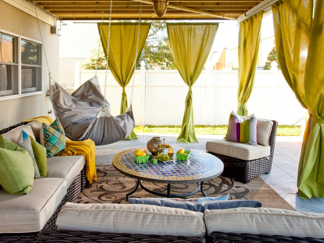 bp_hcocl101h_outdoor-room-with-curtains-72257_50613_h-jpg-rend-hgtvcom-1280-960