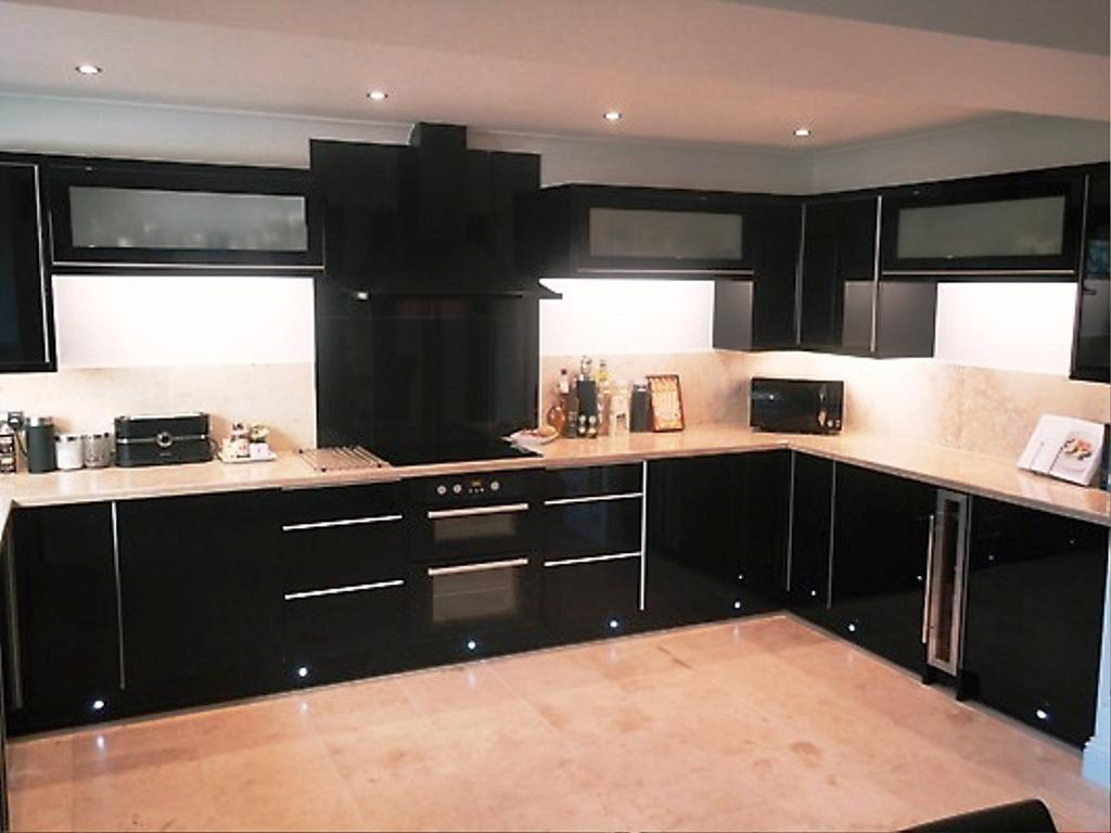 black-kitchens-designs