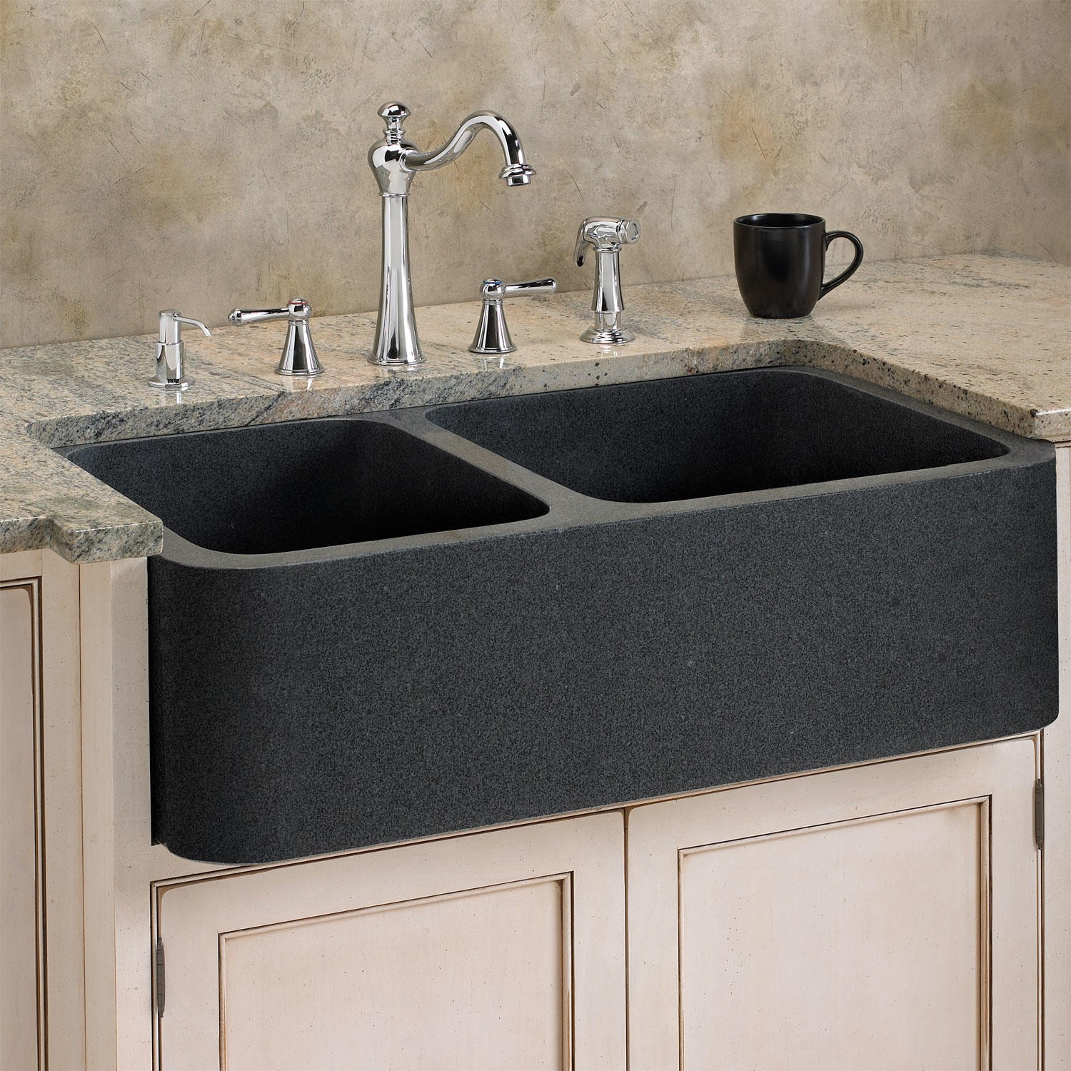 black-sink-made-of-granite