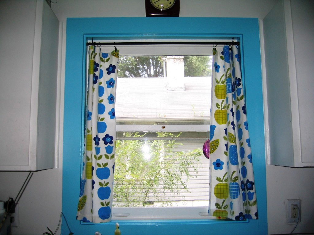 blue-kitchen-curtains