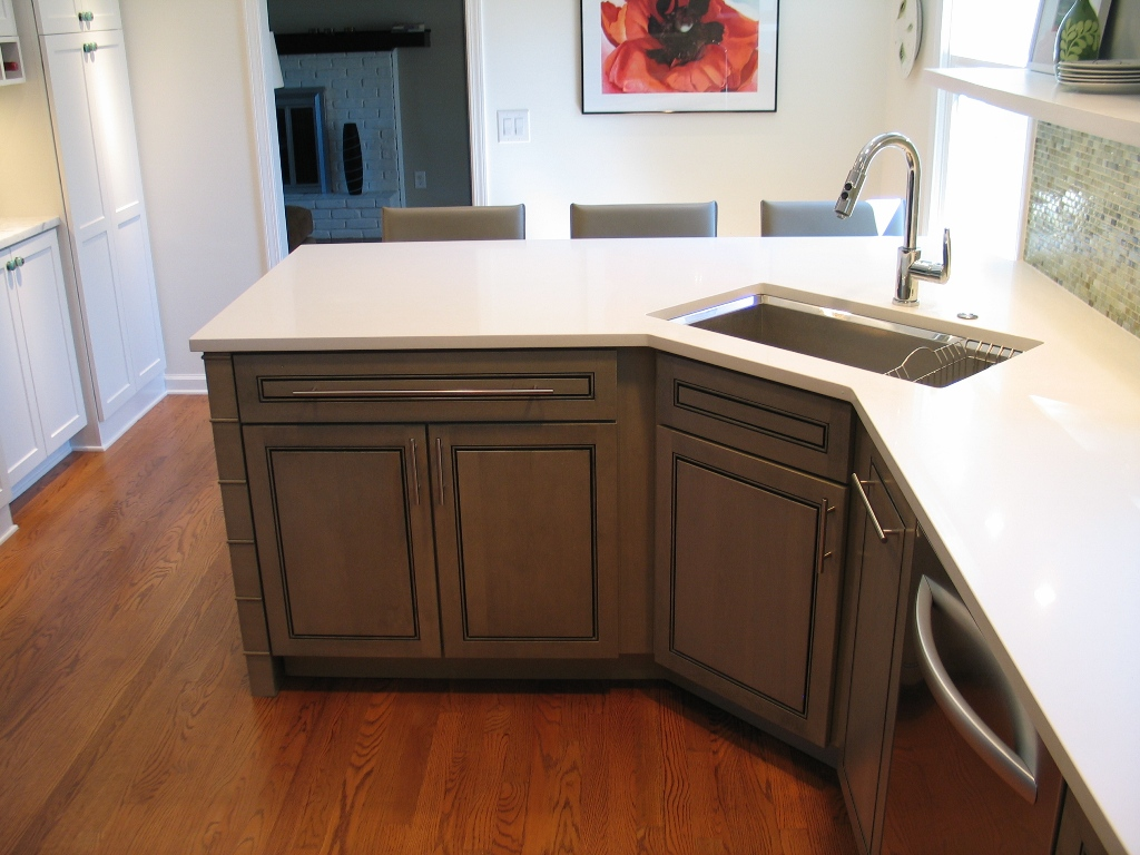carmel-kitchen-design-and-remodel-beveled-undermount-sink-angled-corner-peninsula