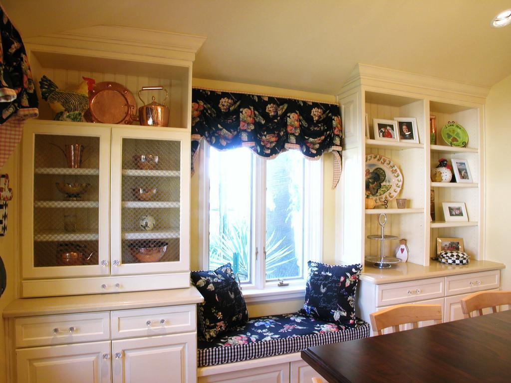 cupcake-kitchen-decor-curtains