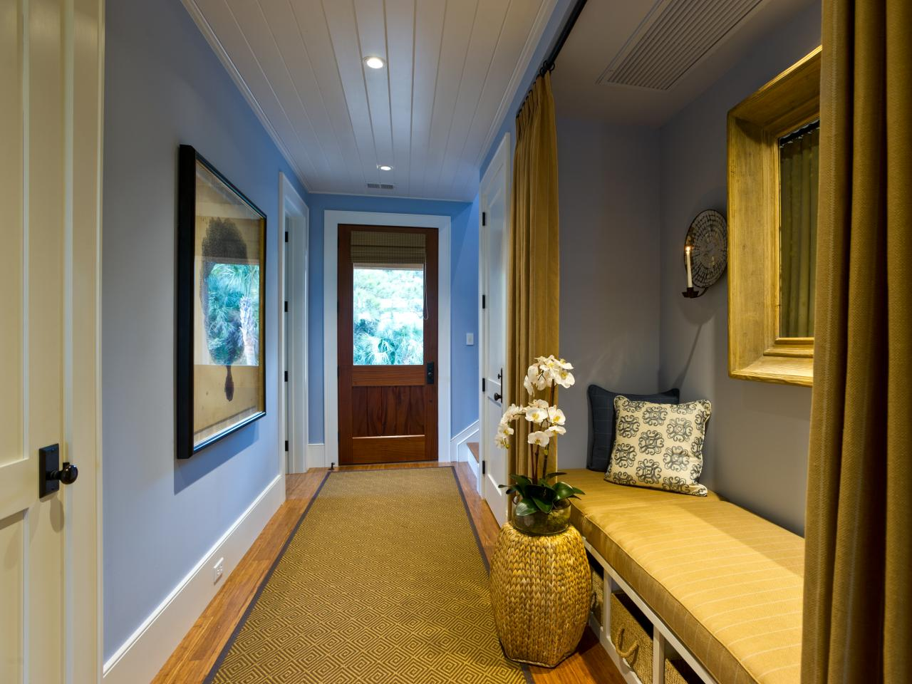 dh2013_entry-hall-05-wide-bench-epp0835_s4x3-jpg-rend-hgtvcom-1280-960