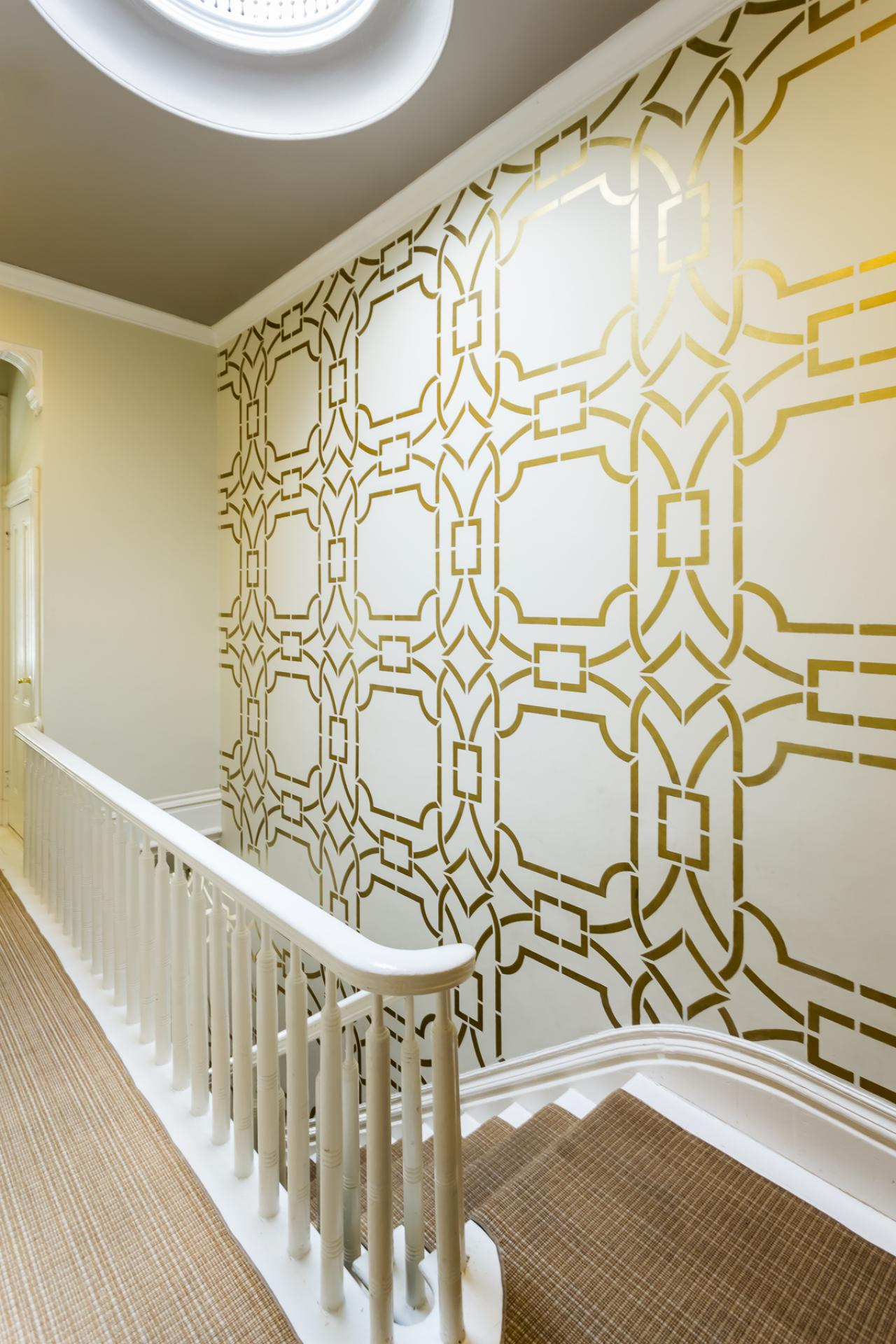 dp_kress-jack-white-eclectic-hallway-stairs-stencil_v-jpg-rend-hgtvcom-1280-1920