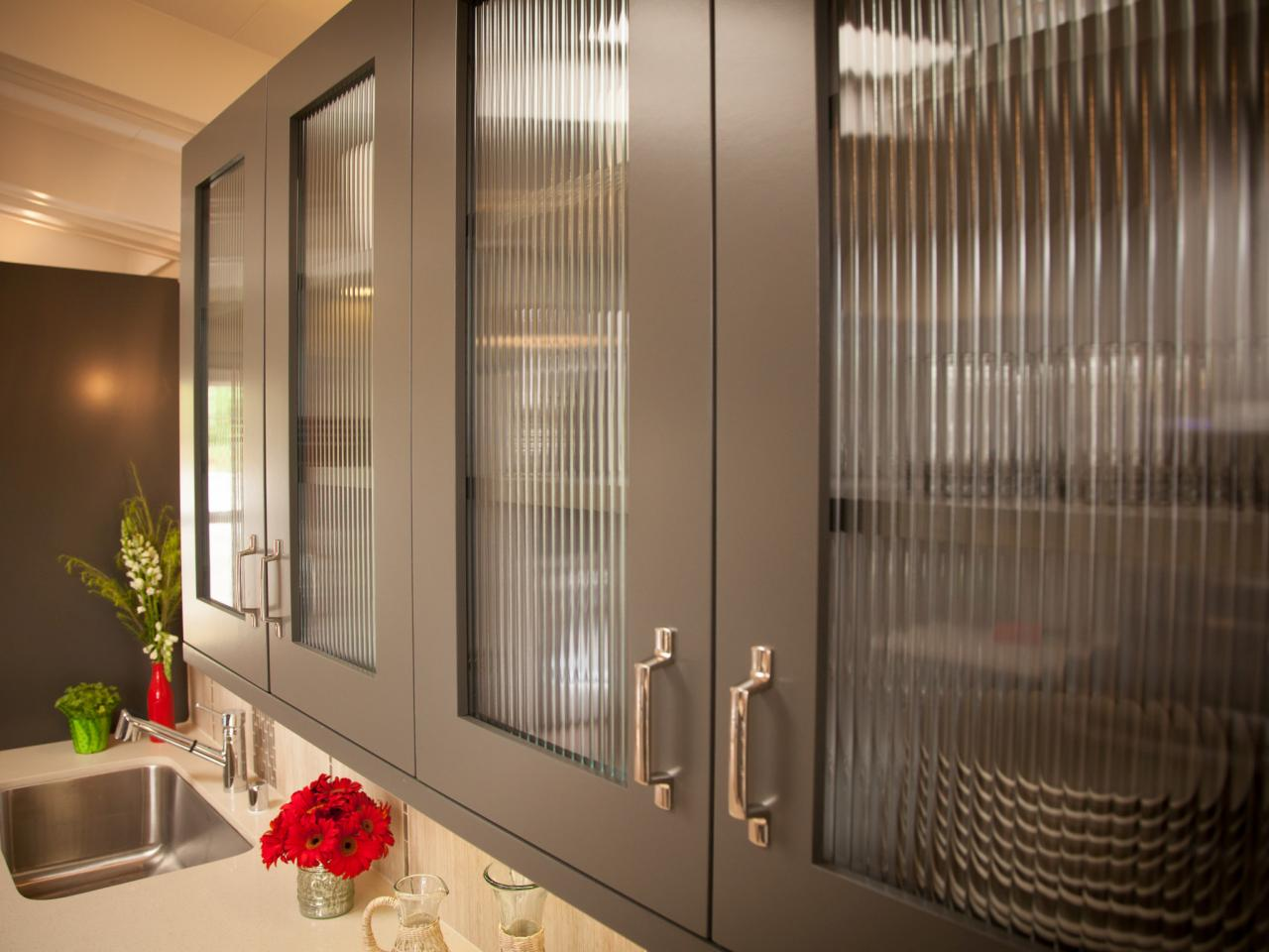 dp_stephanie-hatten-gray-modern-kitchen-cabinet-doors_h-jpg-rend-hgtvcom-1280-960