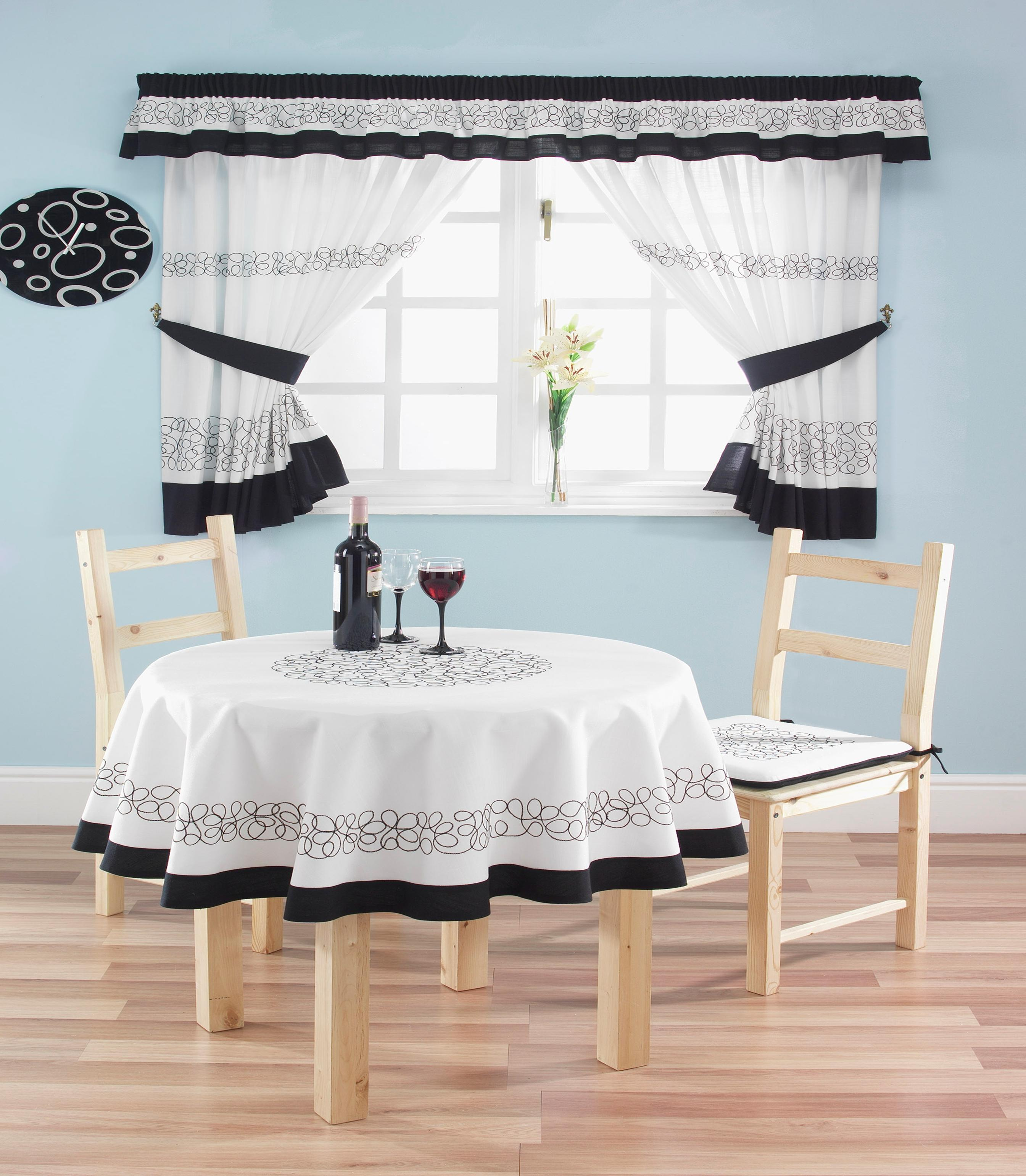 deco-black-curtains