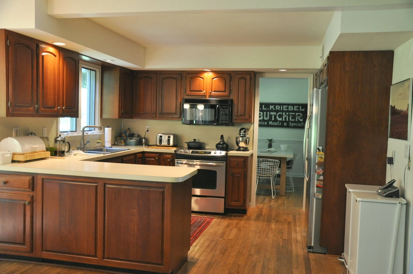 excellent-u-shaped-brown-and-creamy-kitchen-design-with-white-colored-countertop-and-brown-kitchen-cabinets-astonishing-kitchen-design-ideas-with-chic-brown-color
