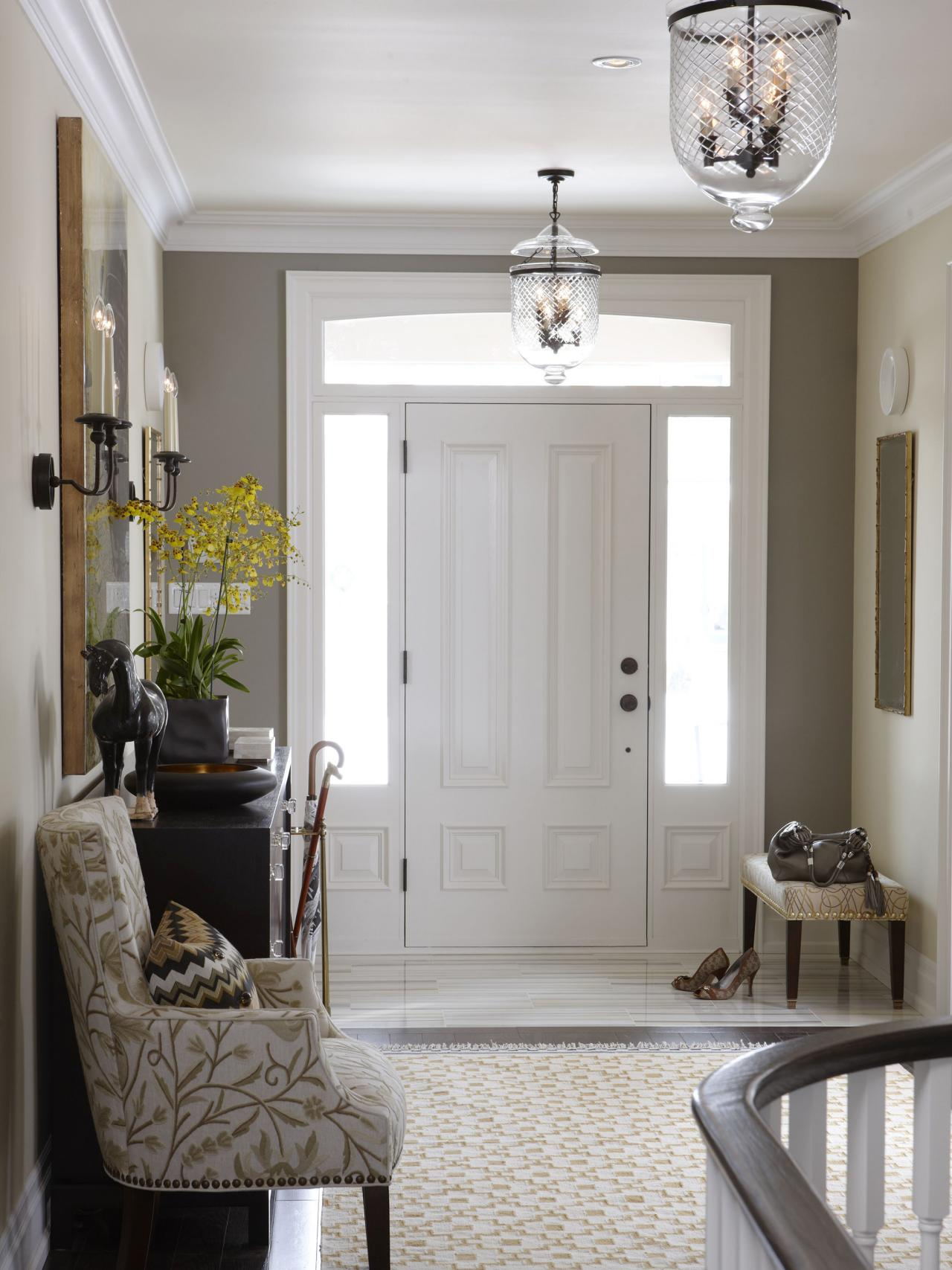 flsra403l_entryway-looking-to-front-door_s3x4-jpg-rend-hgtvcom-1280-1707