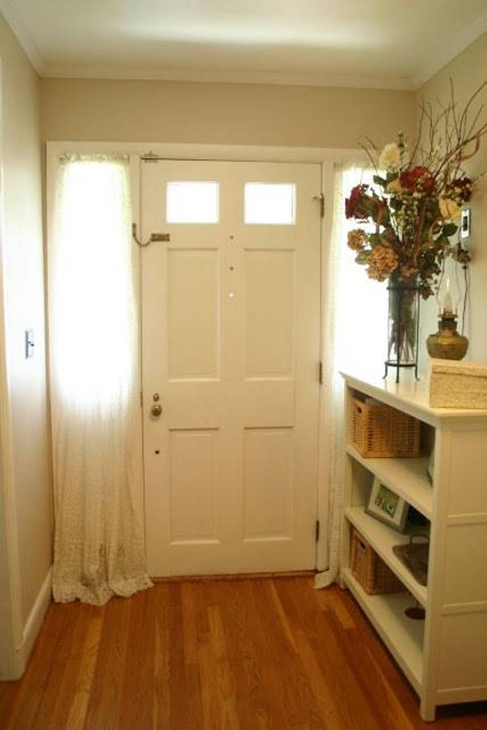 front-door-curtains-sidelight