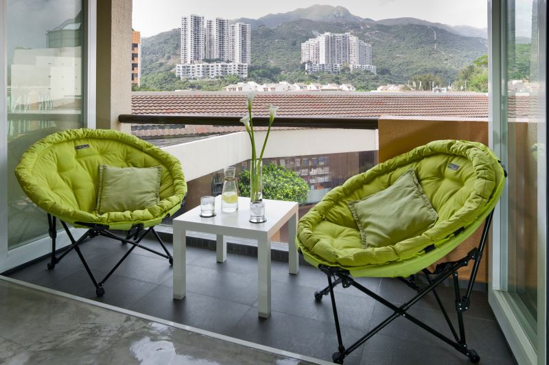 glorious-green-colored-ikea-folding-chairs-designed-with-unique-concept-on-small-porch