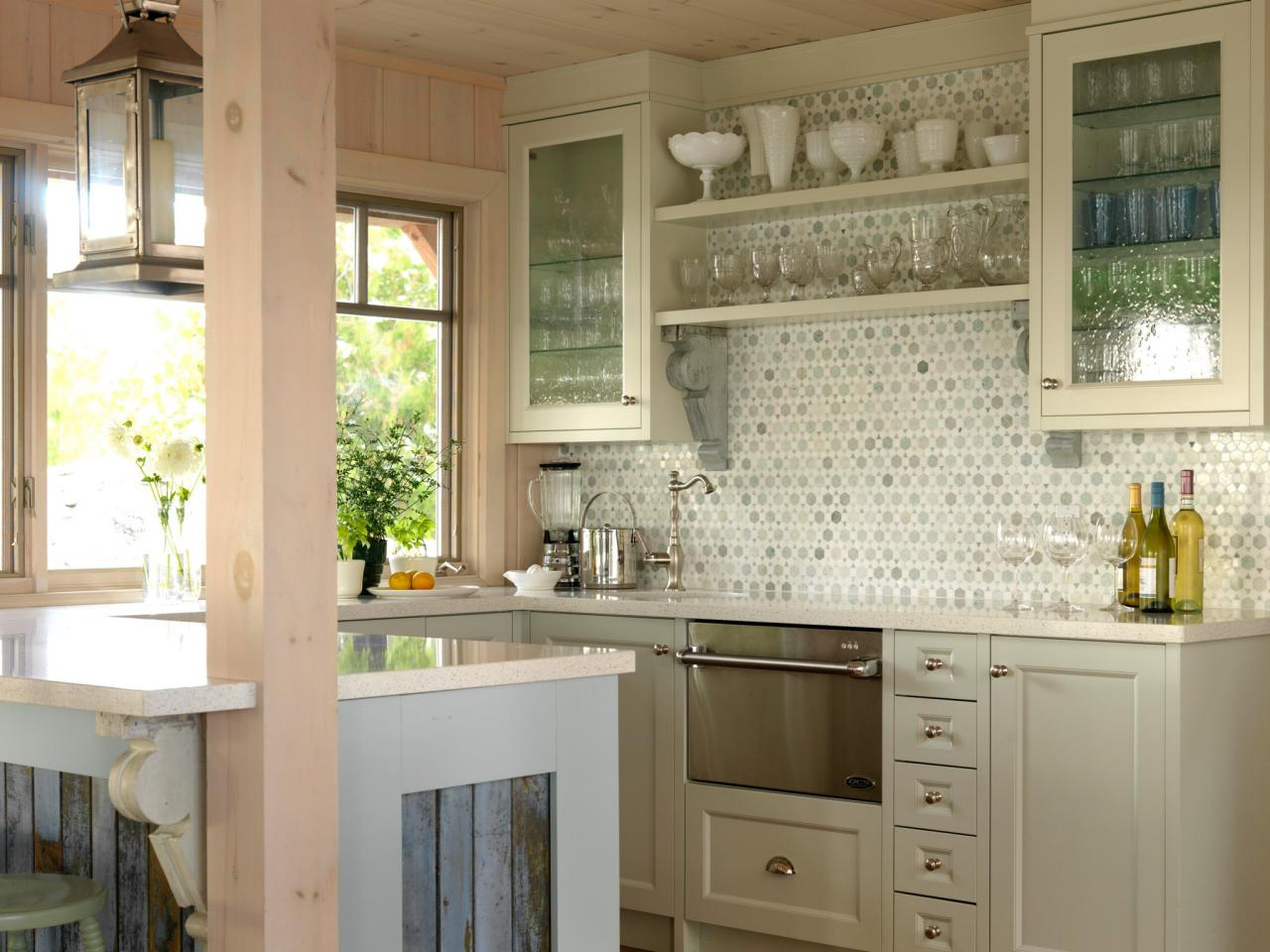 hssuh105_kitchen-with-glass-face-cabinets_4x3-jpg-rend-hgtvcom-1280-960