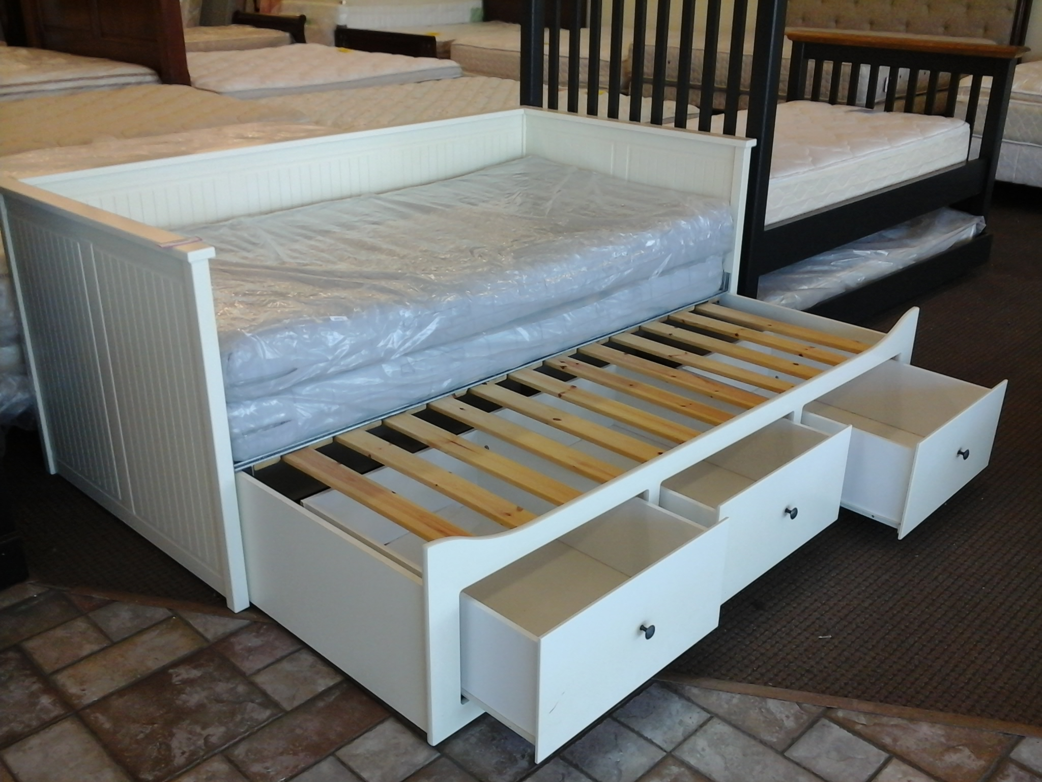 pop-up-ikea-trundle-bed