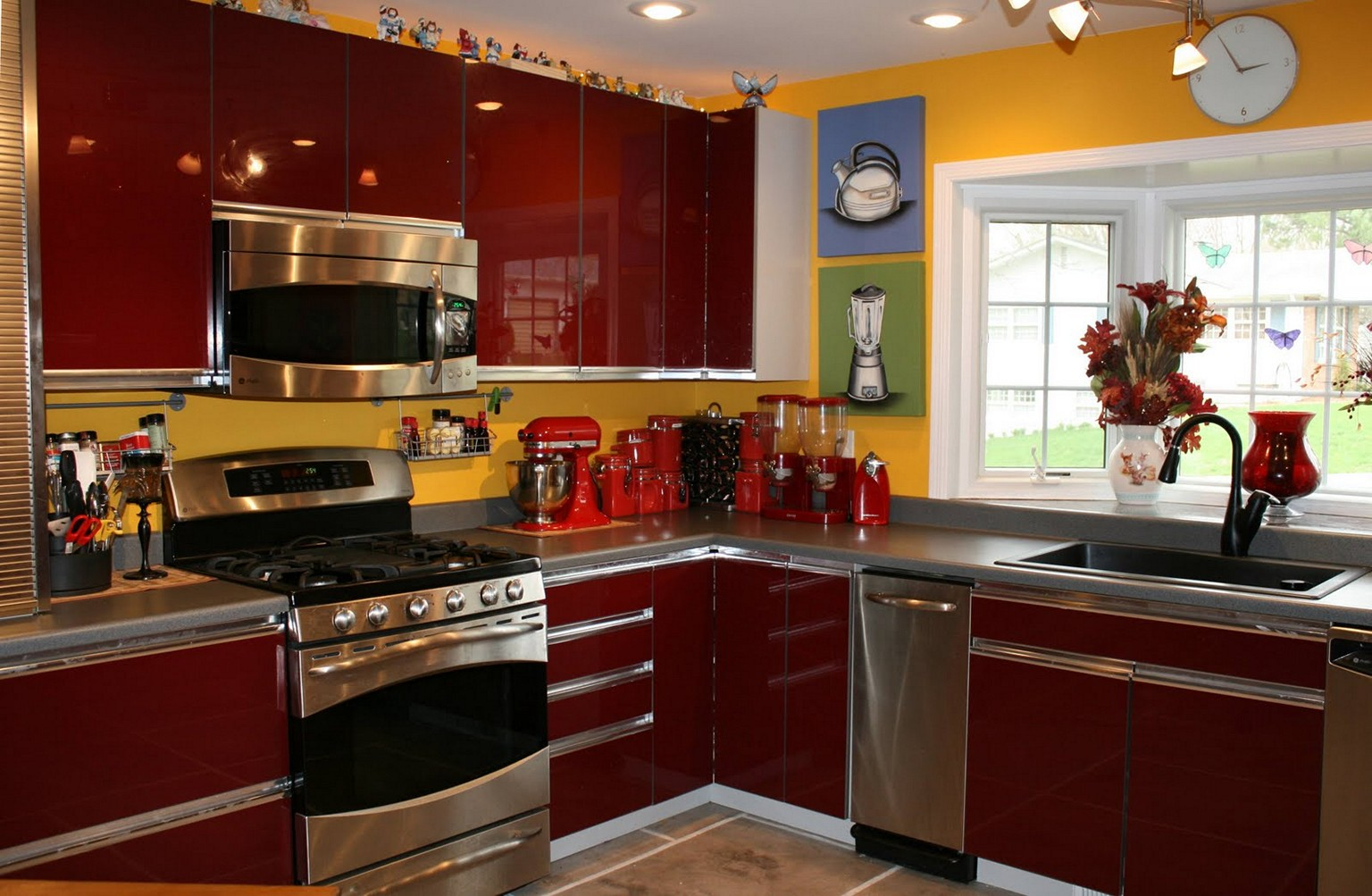 red-and-yellow-kitchen-decorating