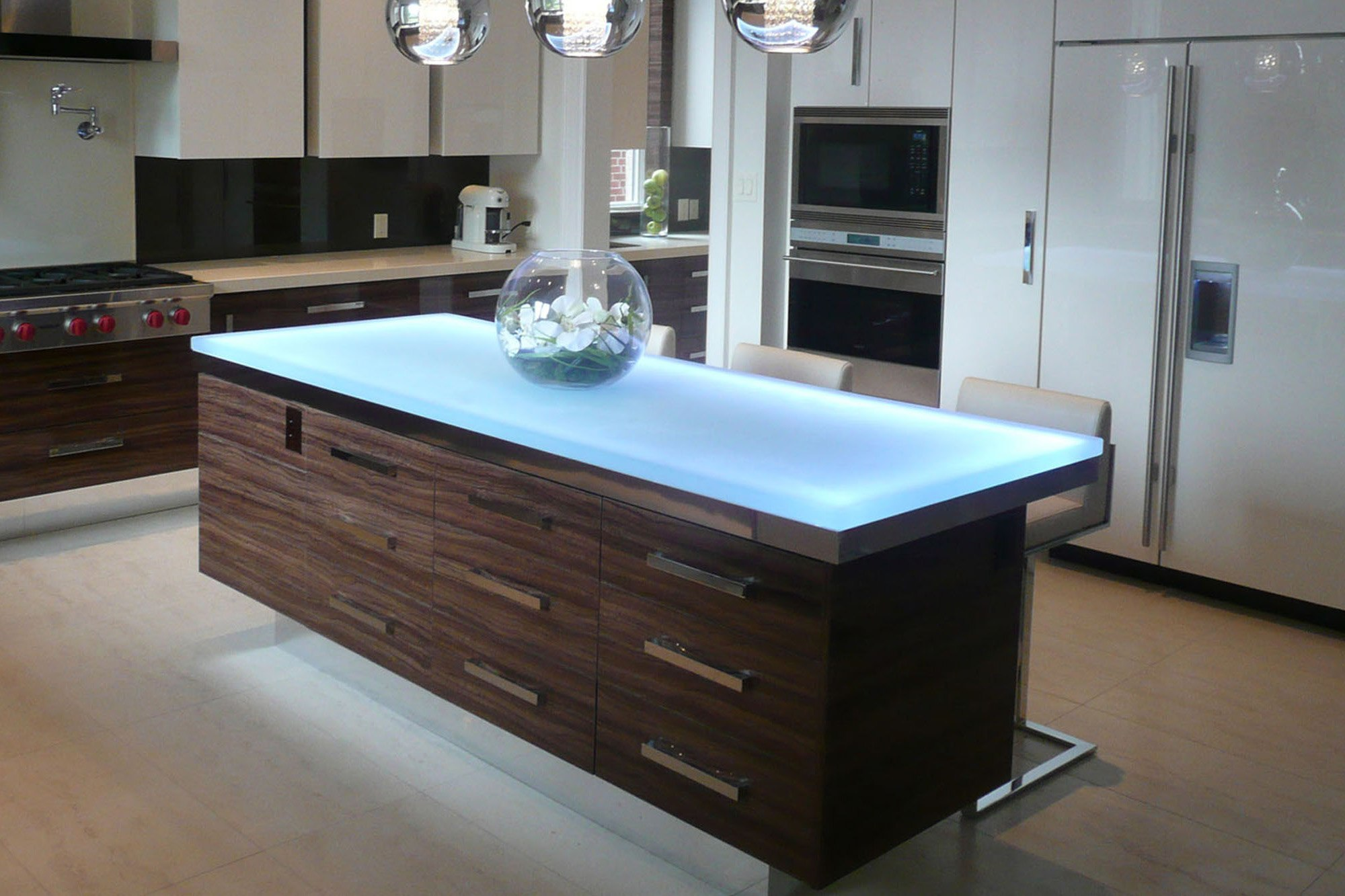 the-ultimate-luxury-touch-for-your-kitchen-decor-glass-countertops-homesthetics-7