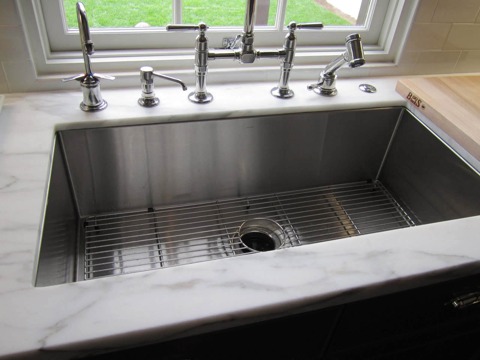 undermount-kitchen-sinks