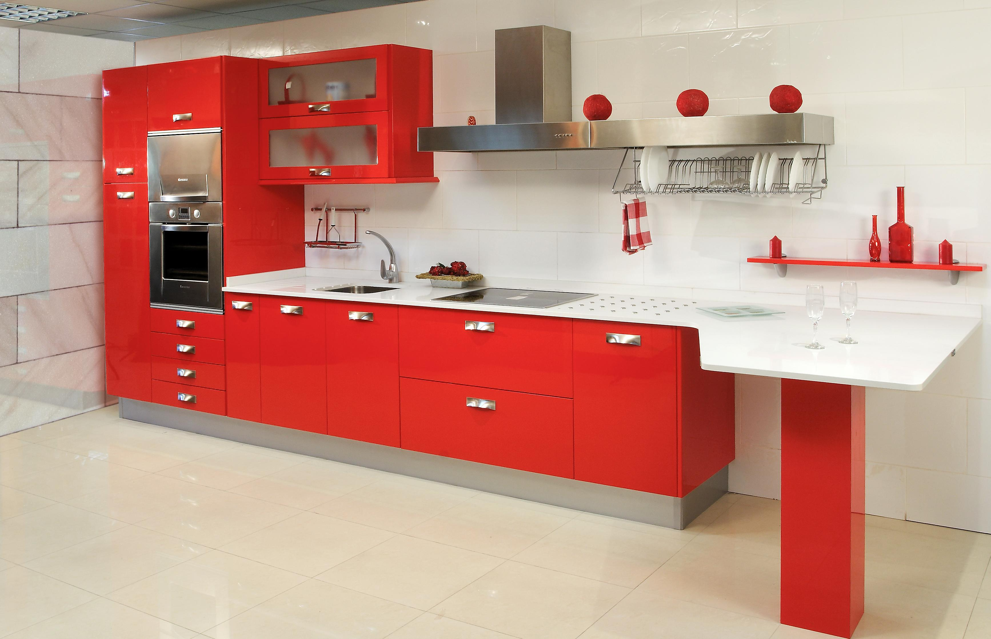 _white_countertop_in_red_kitchen_091417_