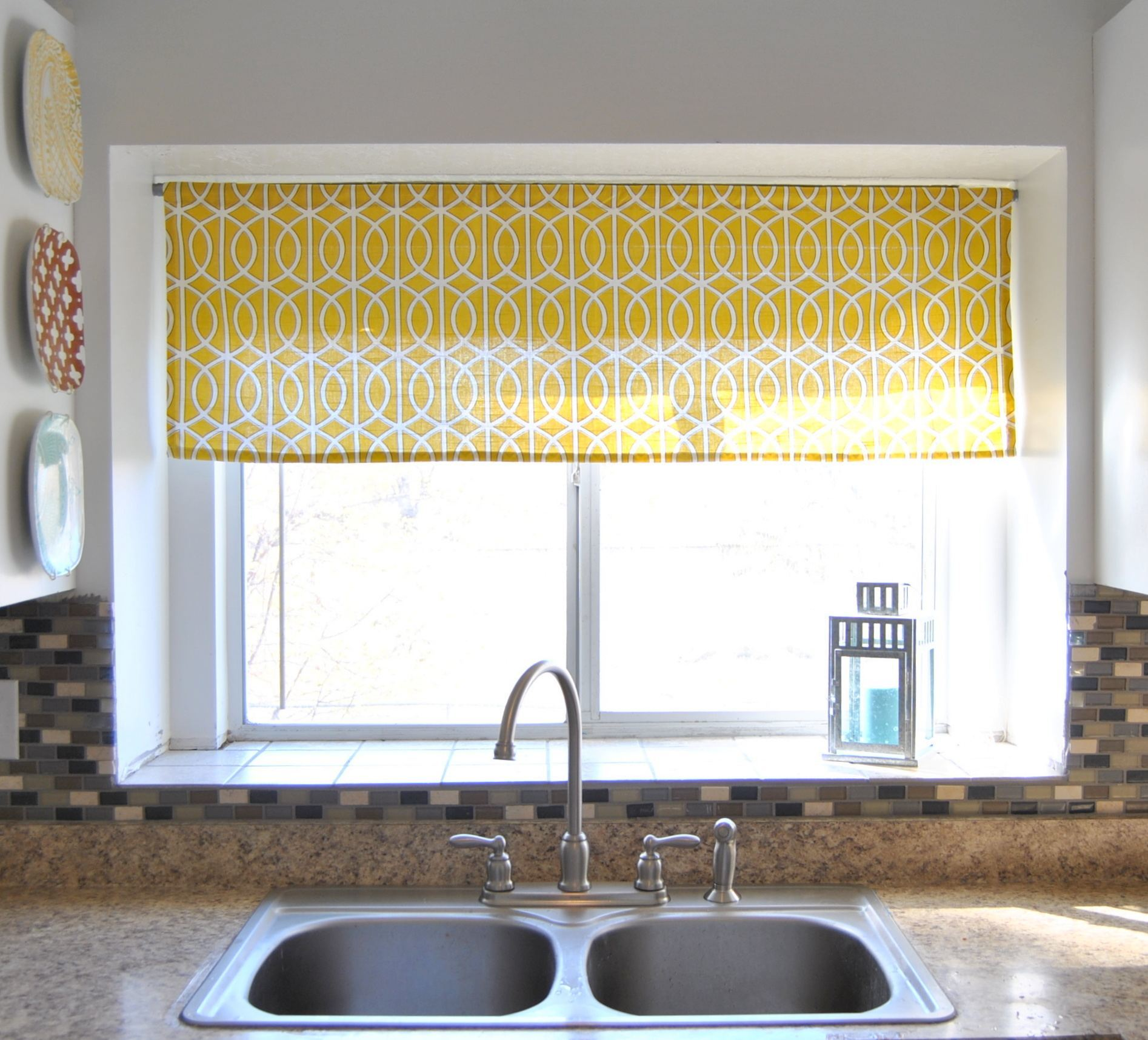amazing-kitchen-window-curtain-designs-ideas_yellow-moroccan-pettern-windows-valance_grey-metal-double-bowl-kitchen-sink_beige-seamless-granite-kitchen-countertops