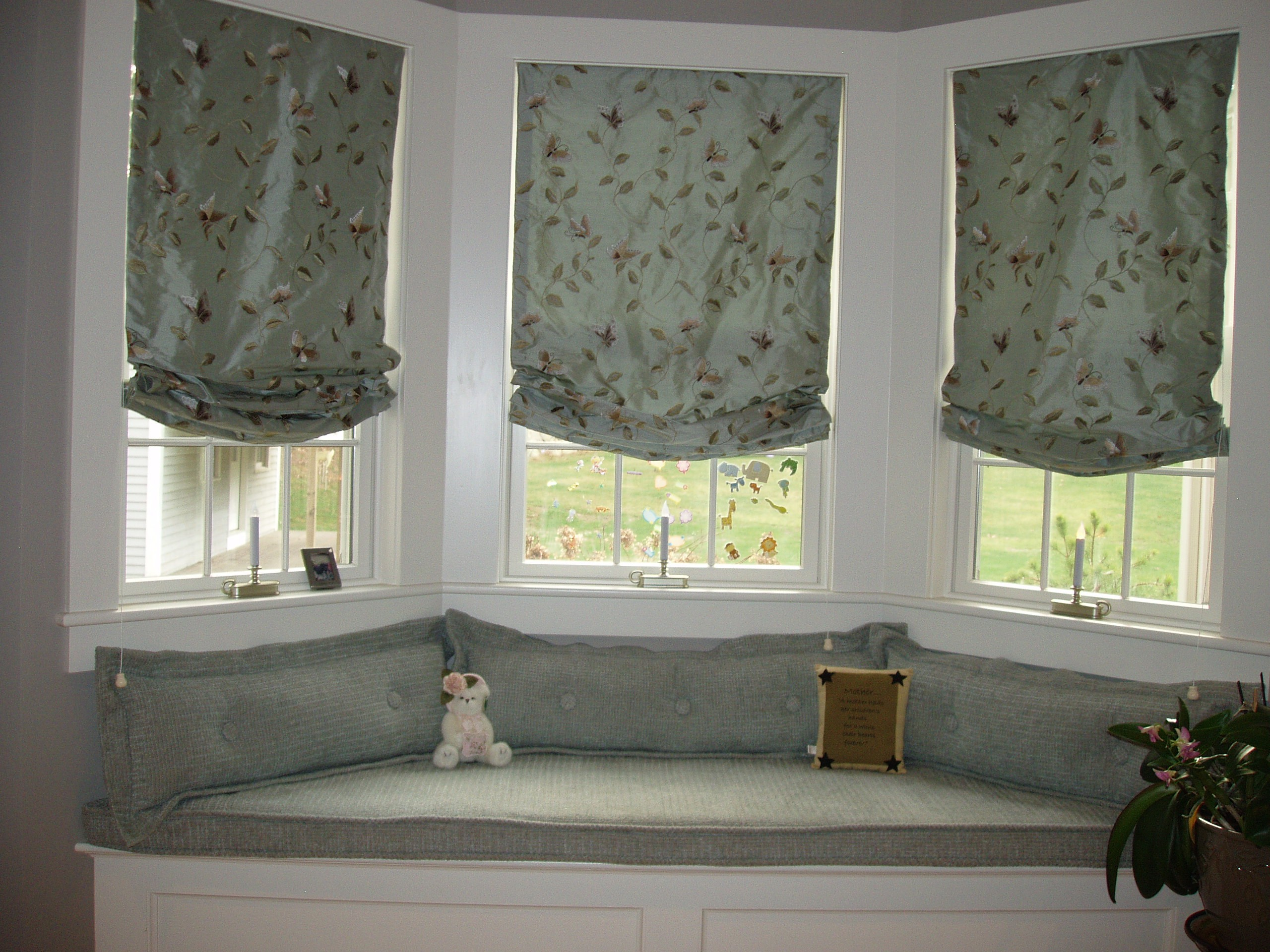 bedroom-interior-white-stained-wooden-frame-bay-window-for-master-bedroom-using-gray-floral-pattern-shade-combined-with-white-storage-bench-using-gray-cushion-pad-master-bedroom-window-treatments