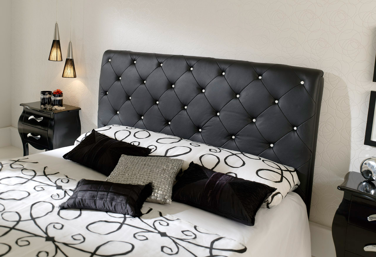 bedroom-with-black-furniture-l-edcd7d01a9637c64