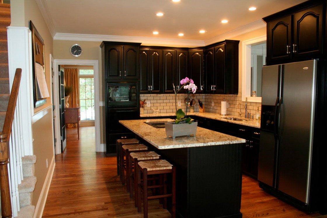 black-kitchen-cabinets-3