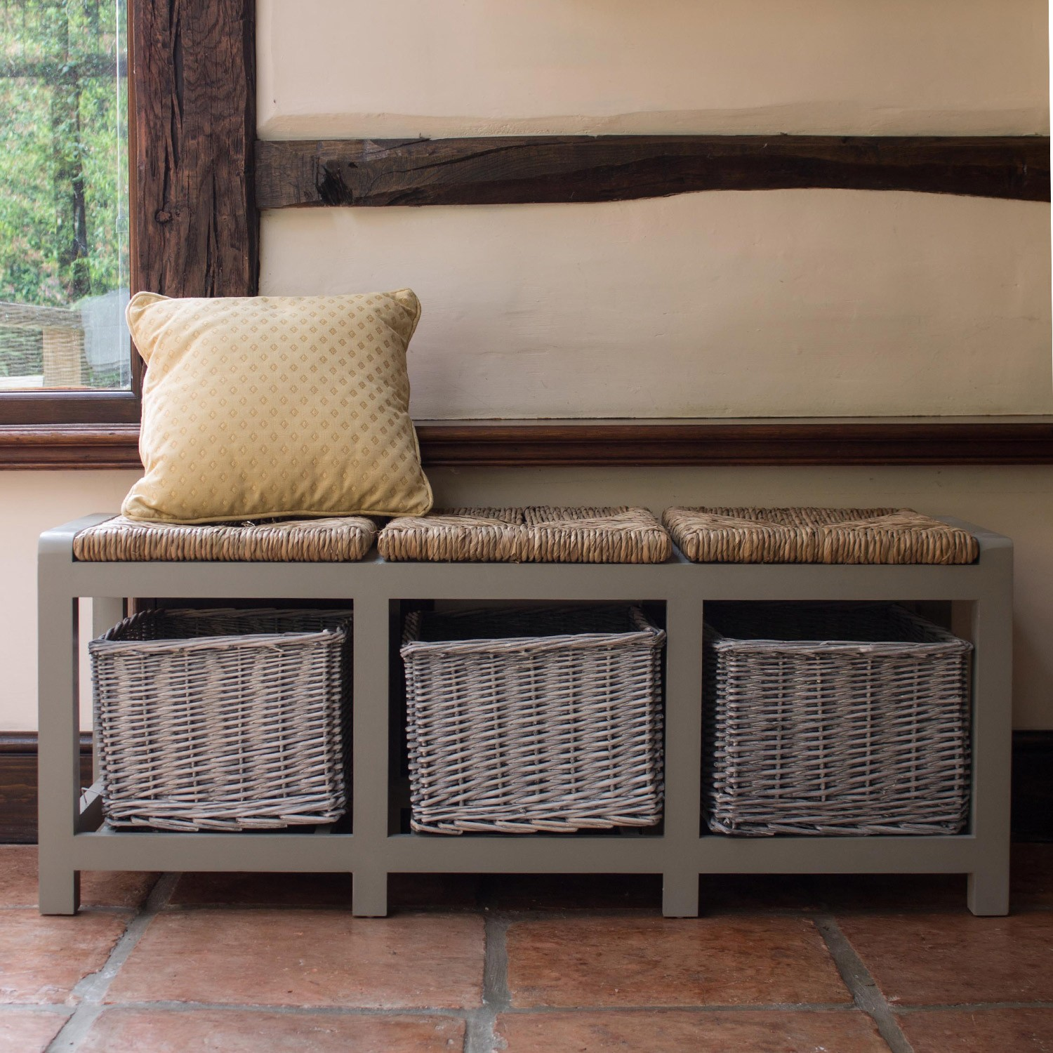 country-style-hall-storage-bench