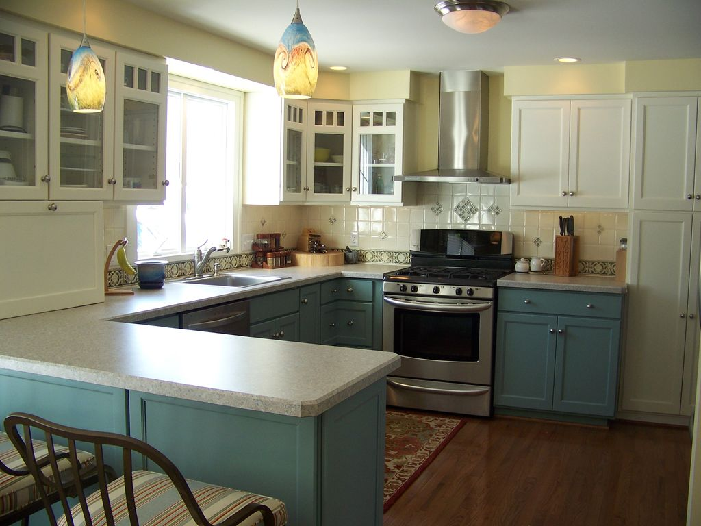 craftsman-kitchen-with-painted-cabinets-i_g-ist47x36u9r58s0000000000-t8air
