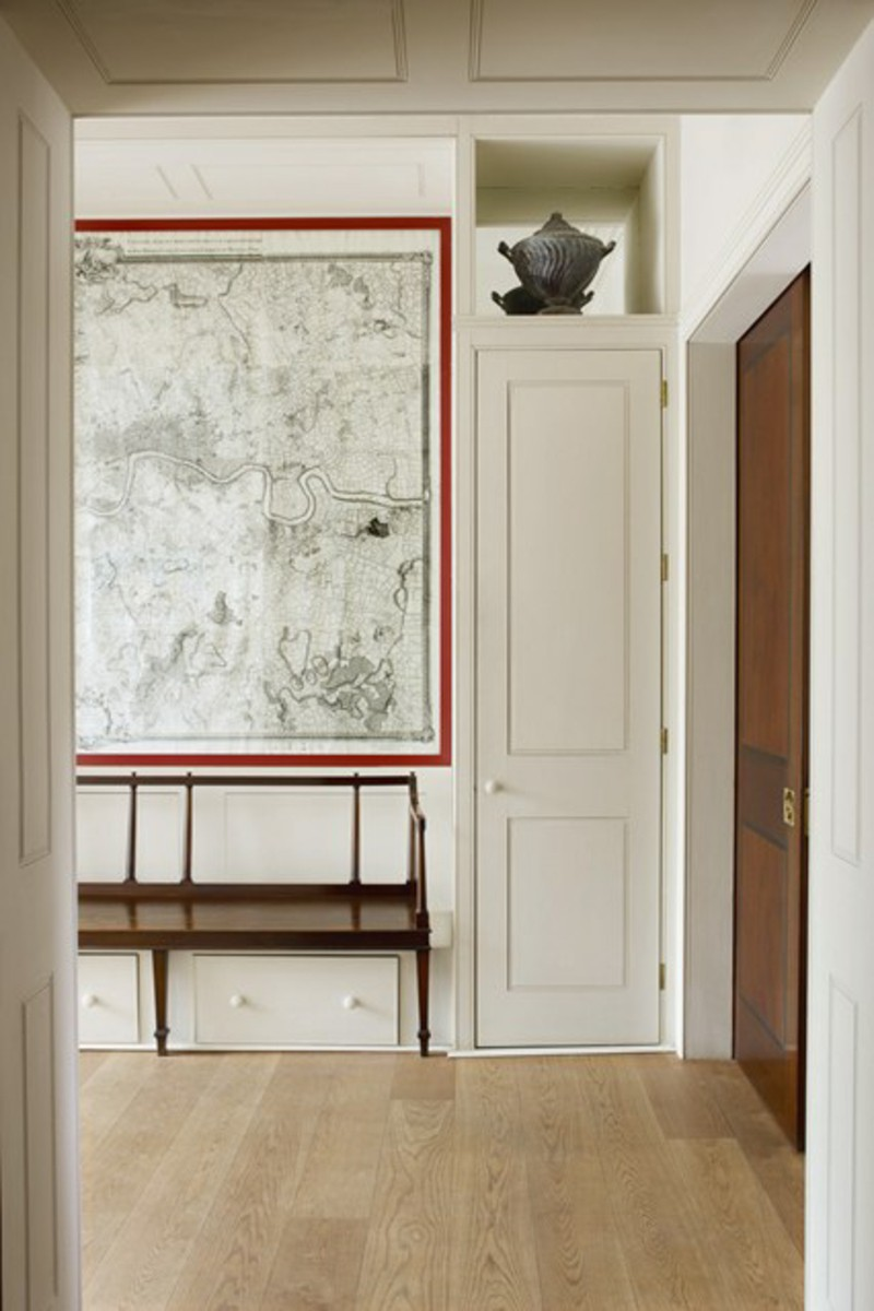 creative-wall-decoration-ideas-hallway-world-map-chest-of-drawers-furniture-for-vestibules