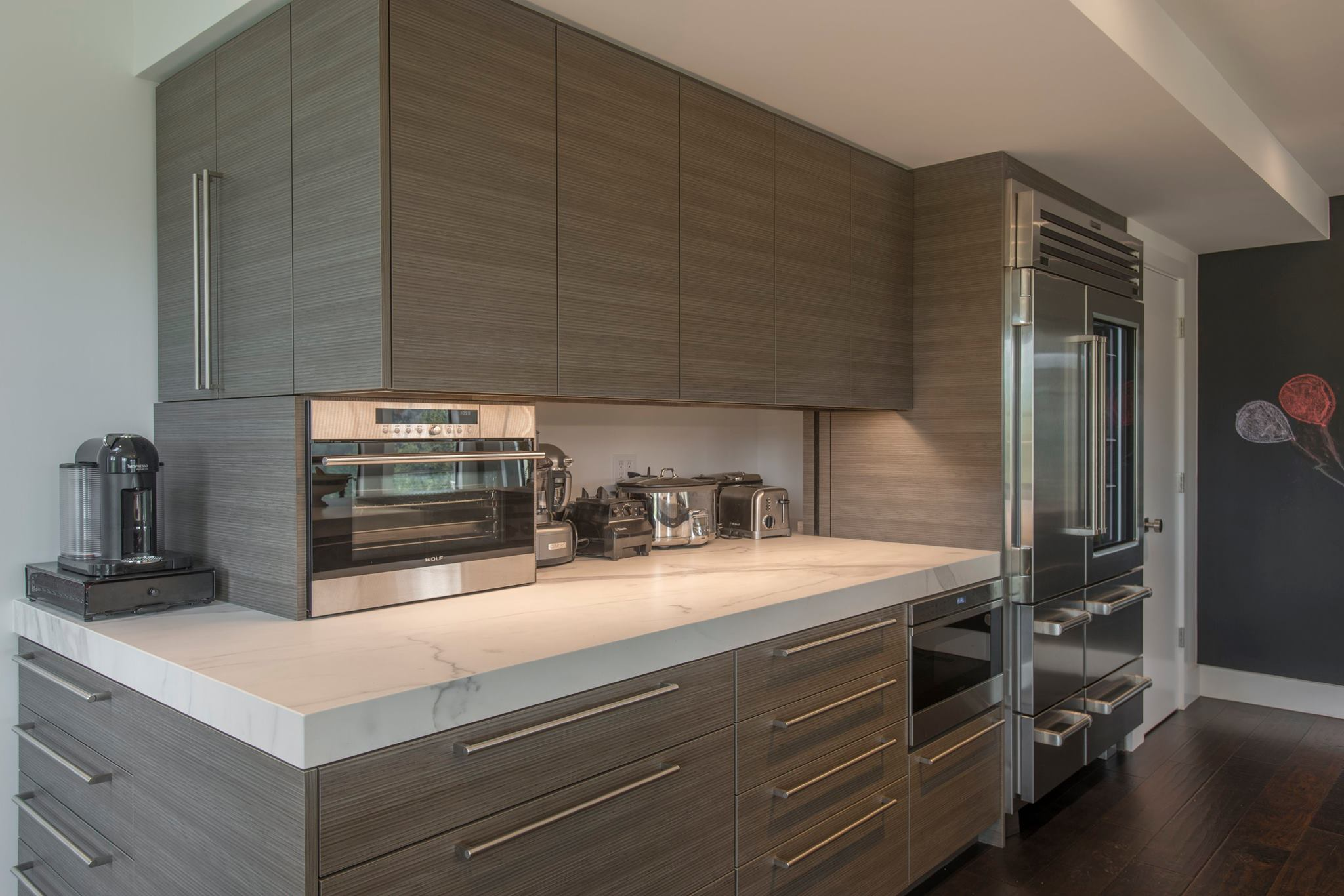 fm-distributing-neolith-classtone-estatuario-and-beton-modern-kitchen-side-coutner-with-applicances