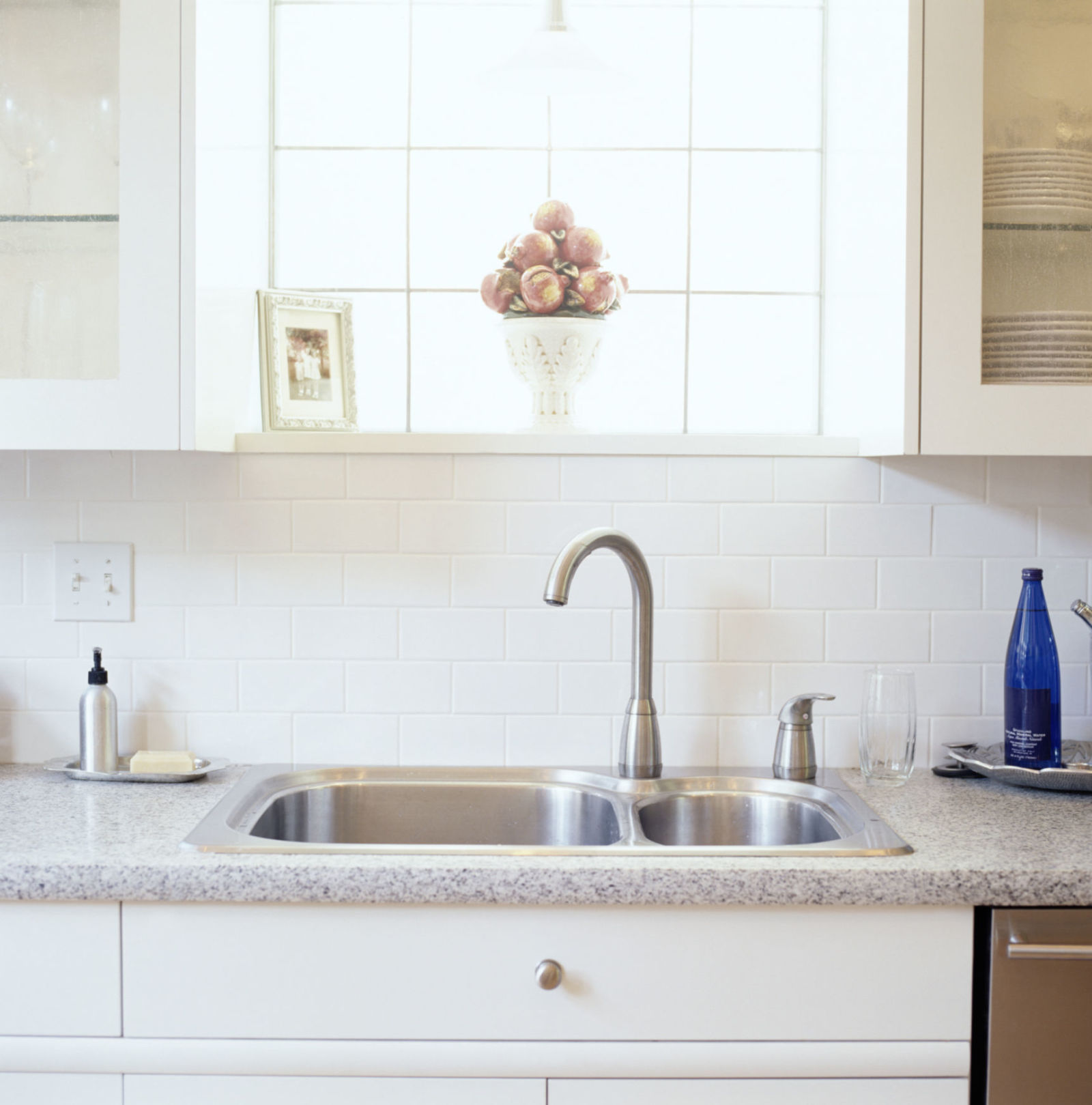 gallery-1429134498-kitchen-sink-cleaning-de
