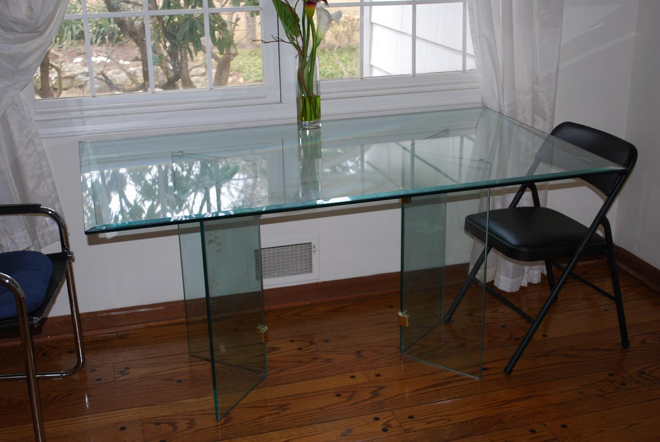glass-kitchen-tables-to-create-a-easy-on-the-eye-kitchen-design-with-easy-on-the-eye-appearance-4