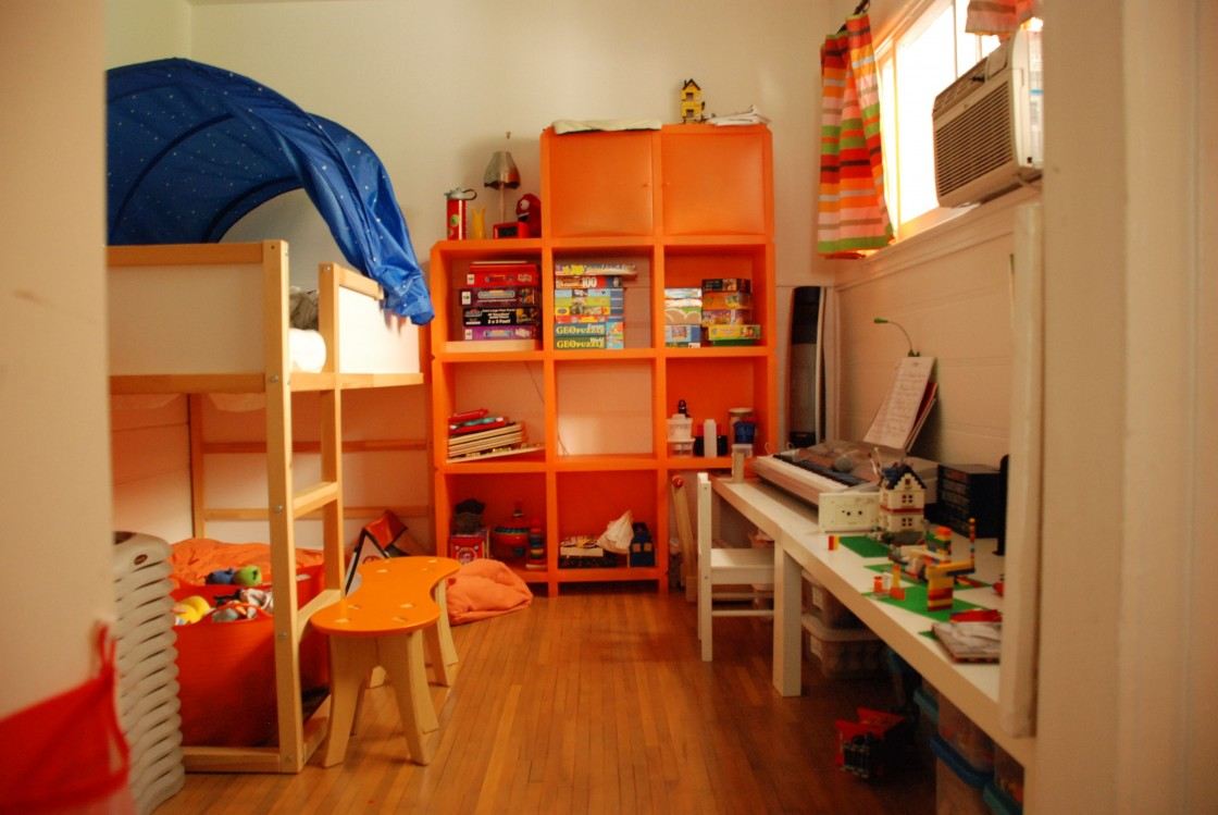 ikea-boys-bedroom-ideas-designer-bunk-beds-for-kids-in-neutral-tone-bunk-bed-ideas-with-blue-canopy-decor-ikea-style-orange-bench-ideas-wall-wooden-storage-rack-ideas-white-wooden-kids-table-single-wo