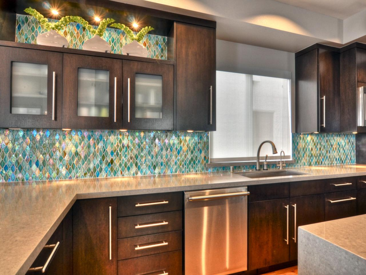 kitchen-backsplash-glass_4x3-jpg-rend-hgtvcom-1280-960