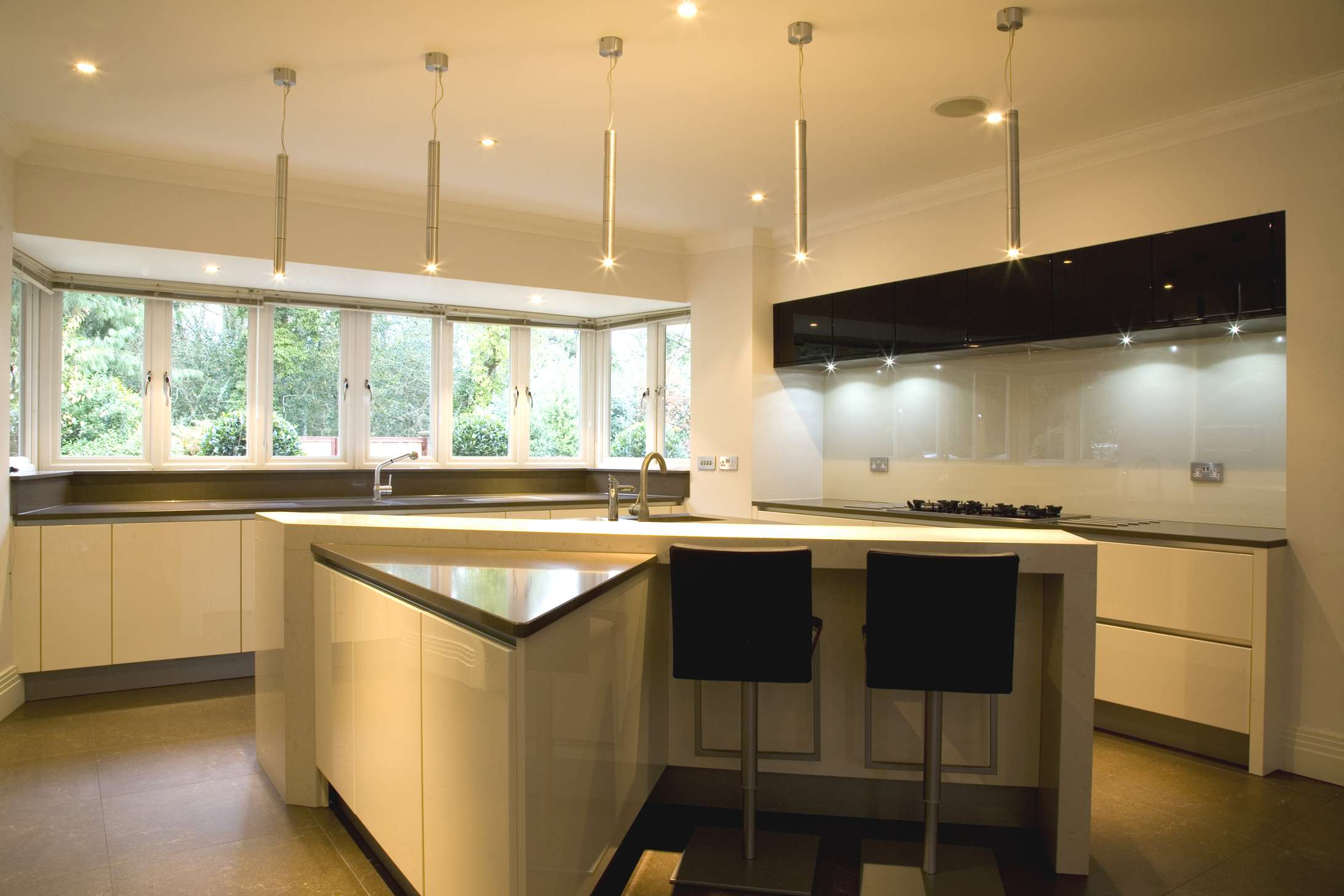 light-grey-glass-kitchen-splashback